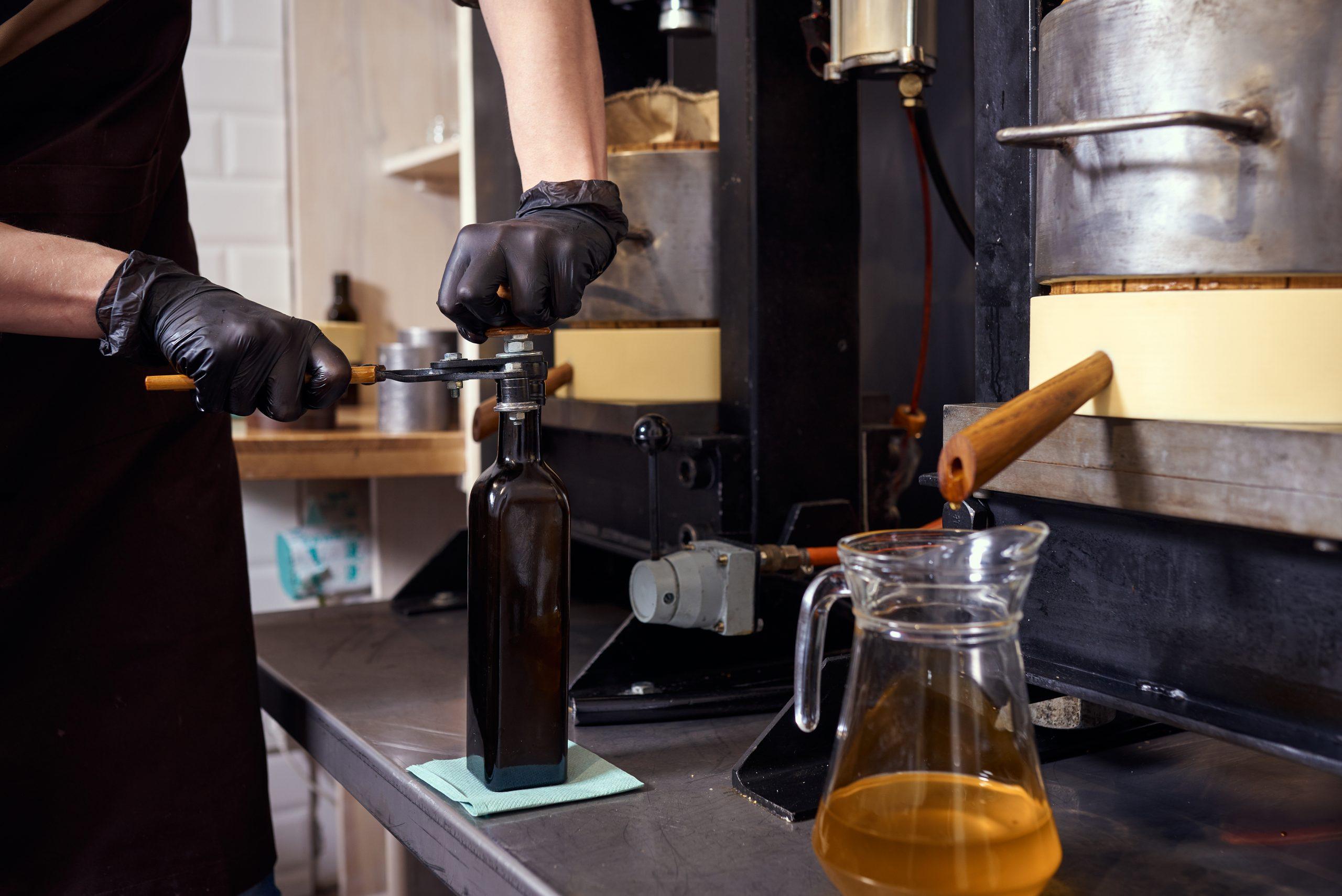 I processi della produzione dell'olio: Molitura classica o frangitura?